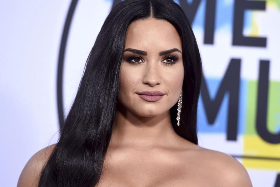 Demi Lovato (26).