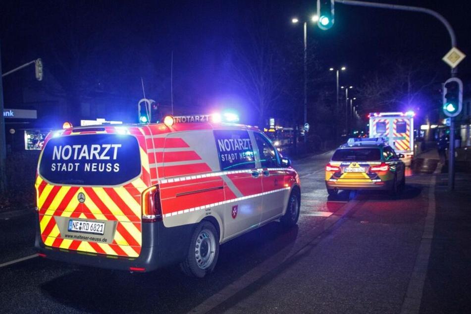 Ein 17-jähriger Neusser wurde am Samstagabend durch mehrere Messerstiche schwer verletzt.
