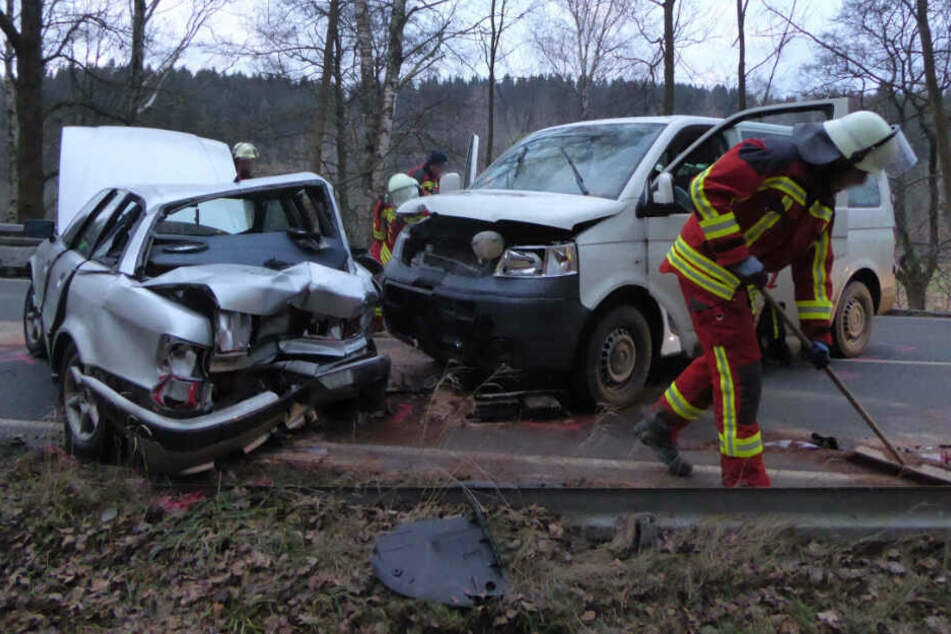 Fünf Personen wurden bei dem Unfall auf der B283 verletzt.