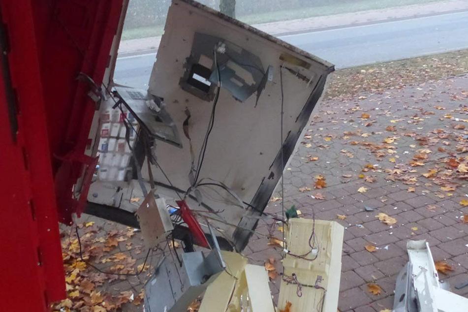 Der Zigarettenautomat an der Potsdamer Straße wurde durch die Sprengung komplett zerstört.