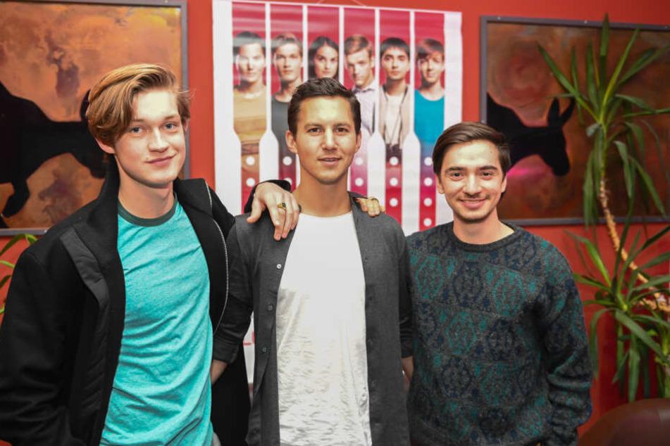"""""""Club der roten Bänder""""-Stars Damian Hardung (l.), Tim Oliver Schultz (M.) und Ivo Kortlang (r.) besuchten am Sonntag das UCI in Dresden."""