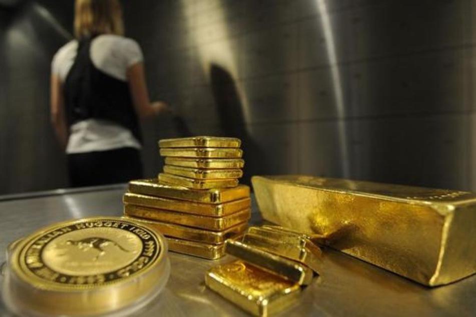Der Mann hatte 16 Kilo Gold im wert von 36.000 Euro dabei. (Symbolbild)