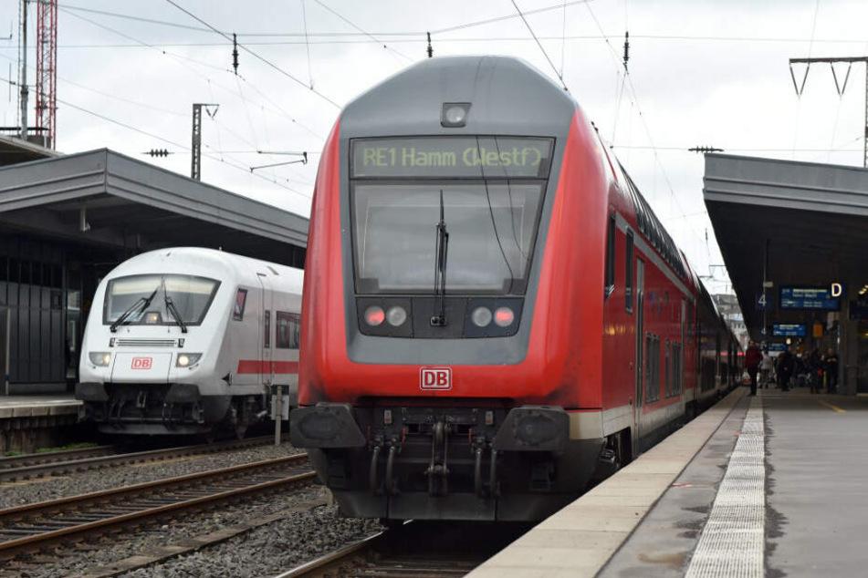 Der RE1 wird zwischen Dortmund und Duisburg umgeleitet. (Symbolbild)