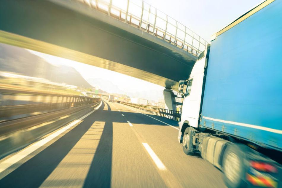 Nachdem der Lkw-Fahrer angehalten wurde, ergab der Alkoholtest einen enorm hohen Wert (Symbolbild).