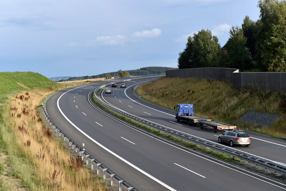 Auf elf Kilometern: BMW-Fahrer bremst Seat auf B174 aus, drängelt und blockiert Fahrbahn