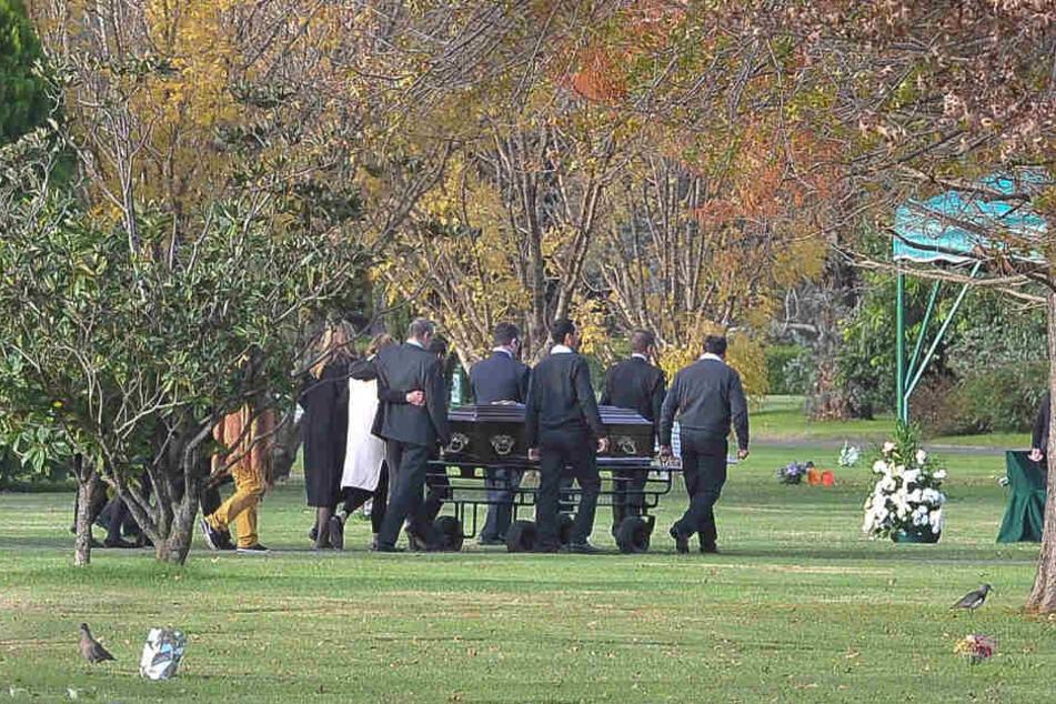 Freunde und Verwandte nehmen an der Beerdigung von Inés Zorreguieta Aires teil. Die Beisetzung fand auf einem Privatfriedhof in Pilar, 50 Kilometer nördlich von Buenos Aires statt.