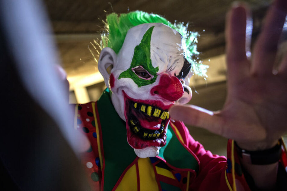 Ein Mann verkleidet als Horror-Clown. (Symbolbild.)