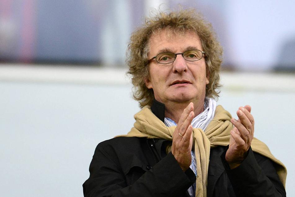 An Dr. Michael Kölmel zahlte Dynamo am Montag die letzte Rate.