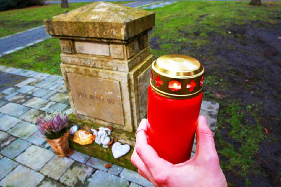 Auf dem Sennefriedhof gibt es Gedenksteine für die anonymen Toten.