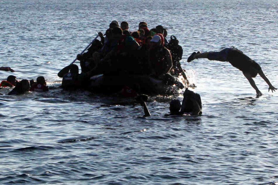 Ein Großteil der Flüchtlinge ertrank, als das überladene Boot vor Griechenland sank.(Symbolbild)