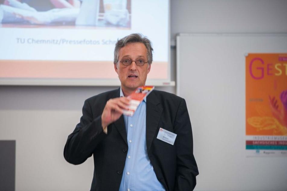 Industriemuseums-Chef Oliver Brehm (53) freut sich auf die einmalige Sonderausstellung über Gesten.