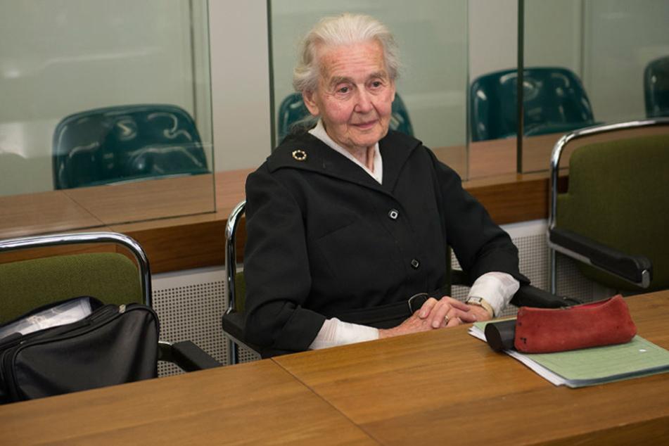 Holocaust-Leugnerin streitet Vorwürfe vor Gericht ab