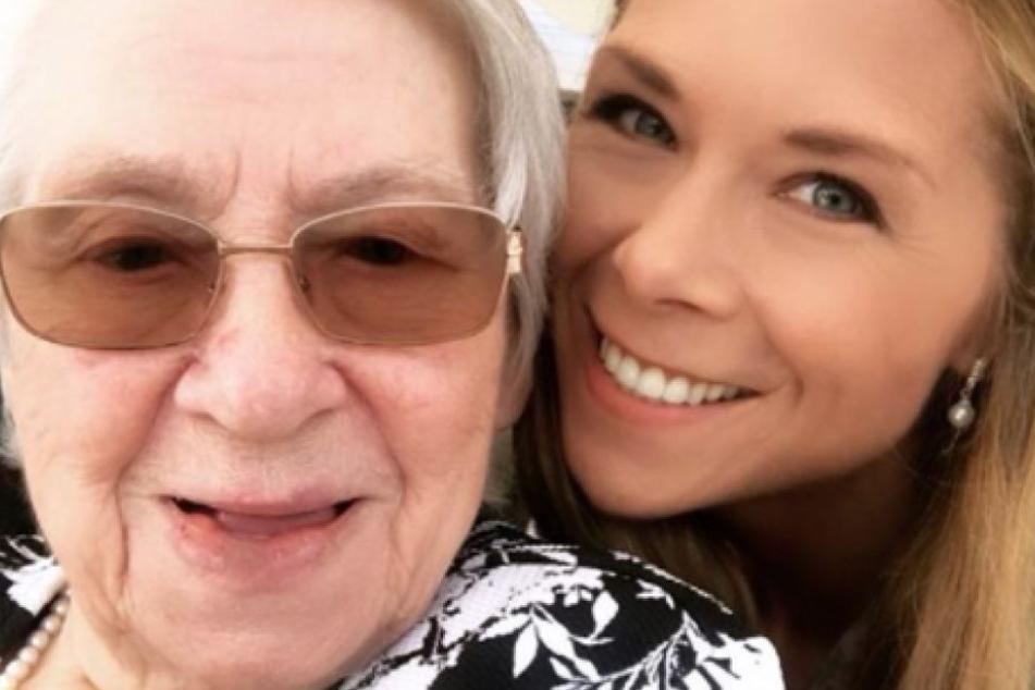 Tanja Szewczenko feiert ihre Oma.