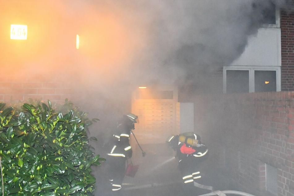 Großeinsatz in Hamburg: Mehrfamilienhaus in Flammen!