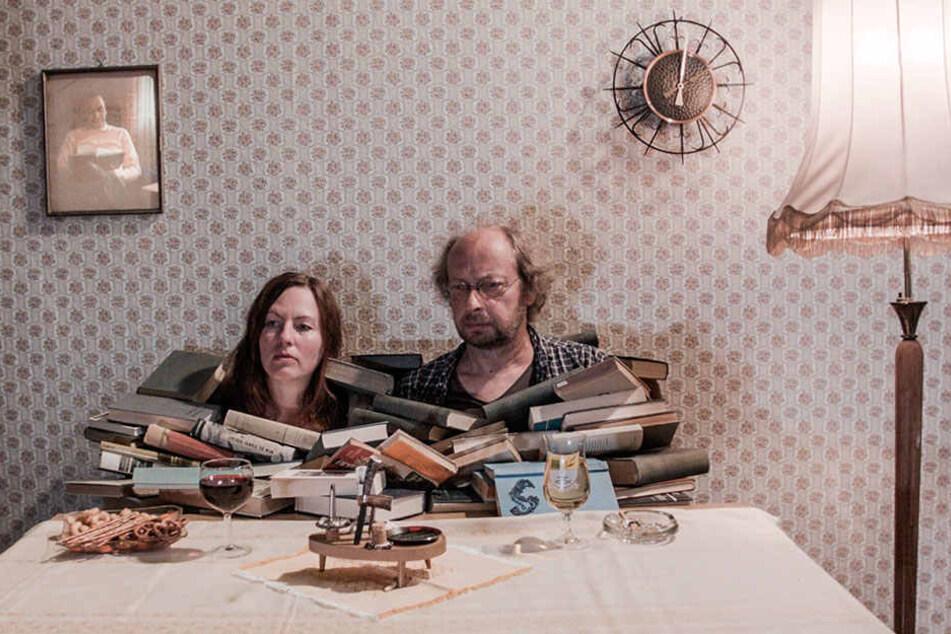 """Szenenfoto aus dem Film """"Die Mechanik"""" mit den Darstellern Beate Düber und Matthias Zwarg."""