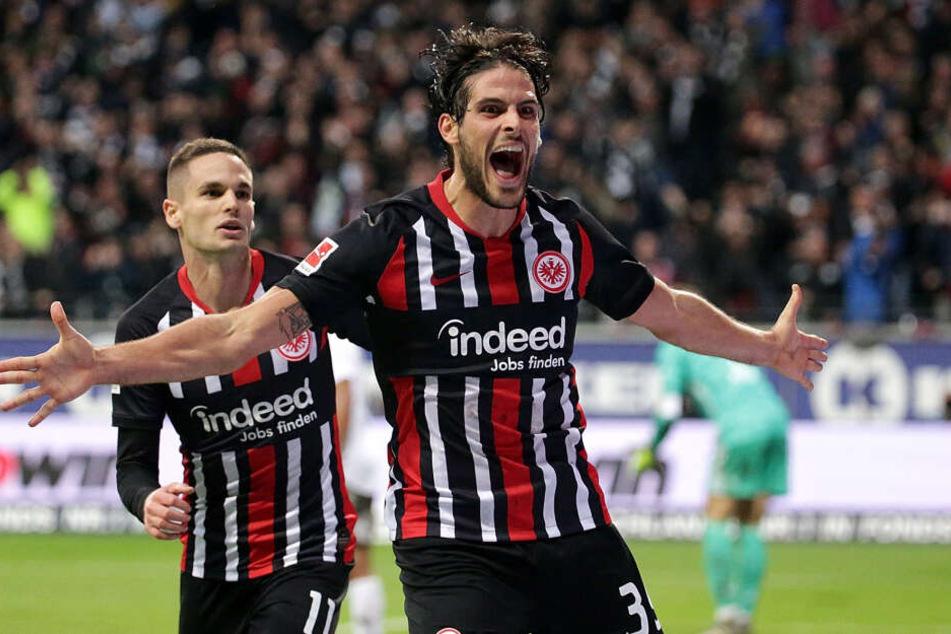 Goncalo Paciencia (Re.) lief in der aktuellen Saison schon 23 Mal für die Eintracht auf, erzielte dabei neun Tore.