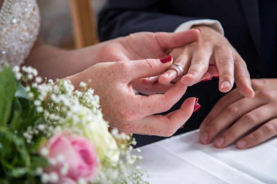 Teure Hochzeit? So viel musst Du für Fotograf, DJ oder Band einplanen