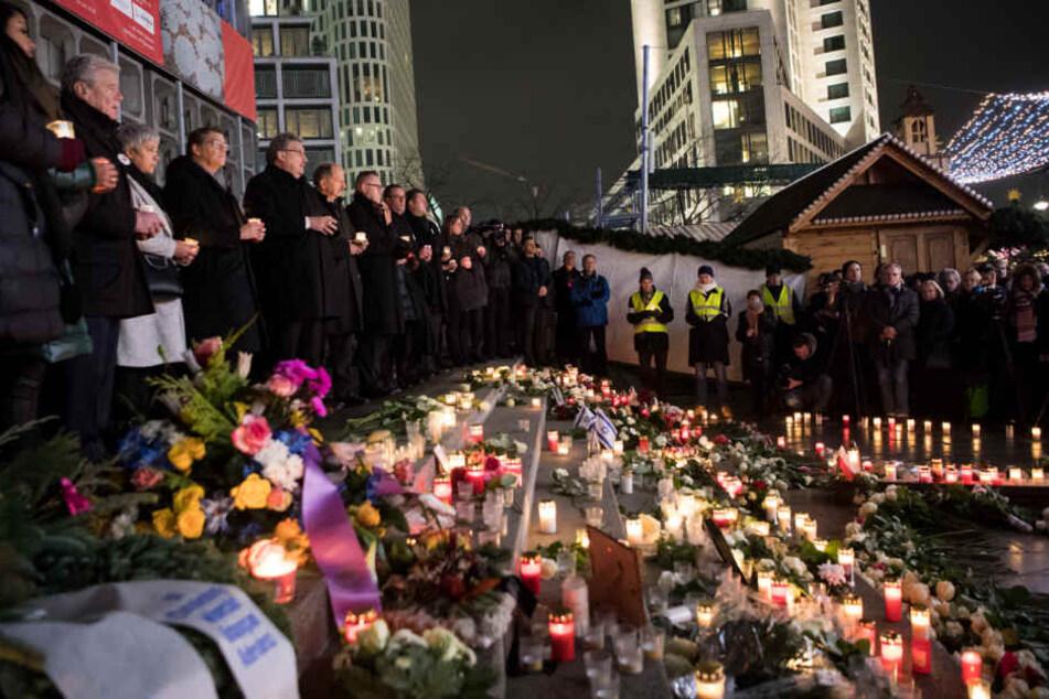 Dezember 2017: Ein Jahr nach der Terror-Attacke wird am Berliner Breitscheidplatz der Opfer gedacht.
