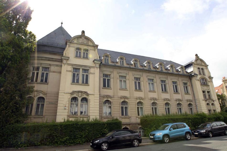 Unbekannte sind am Wochenende ins Landratsamt in Plauen eingestiegen.