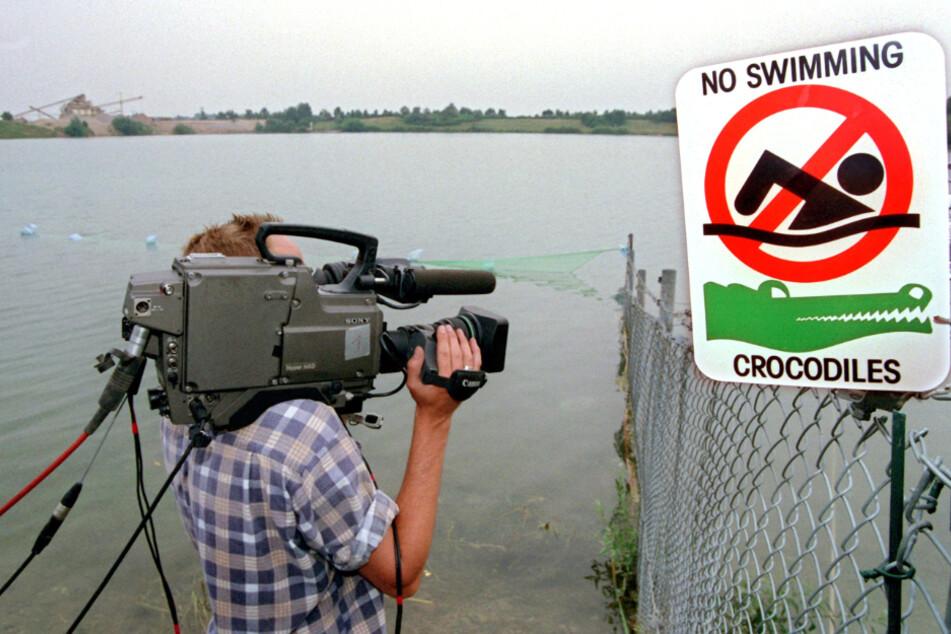 Zwischenzeitlich warnte ein Schild die Bevölkerung wegen Krokodilen vorm Schwimmen im Baggersee. (Archivbild)