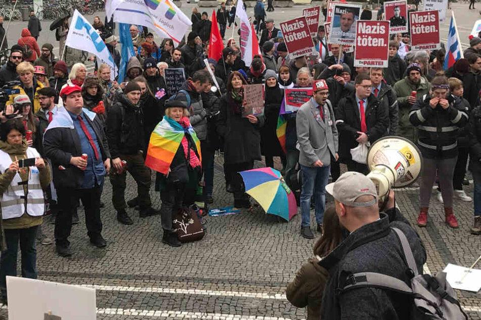 Auf dem Odeonsplatz trafen sich die Teilnehmer für die gemeinsame Kundgebung.