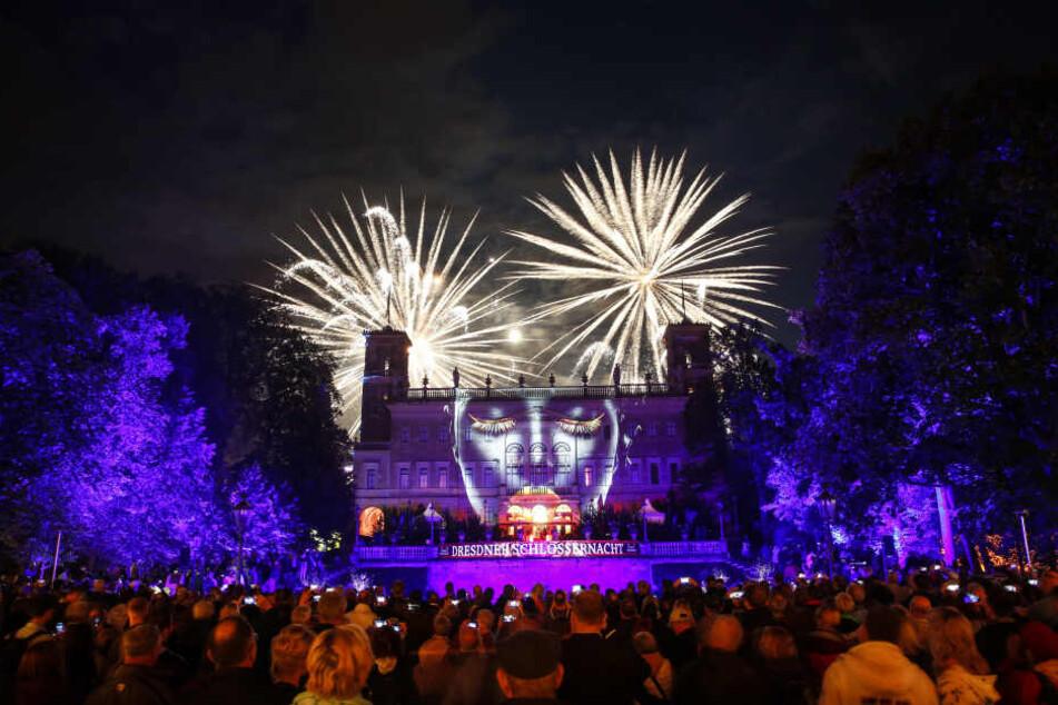 Das Feuerwerk der Schlössernacht wirkte besonders imposant vor der illuminierten Fassade von Schloss Albrechtsberg.