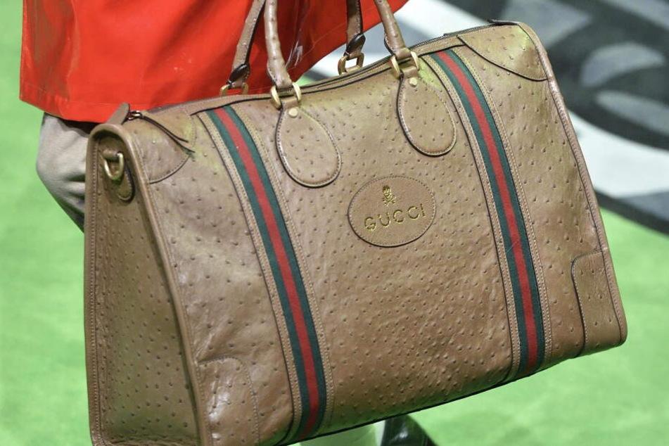 Trotz Sozialhilfe trug die Frau Gucci-Handtasche und goldene Armbänder. (Symbolbild)