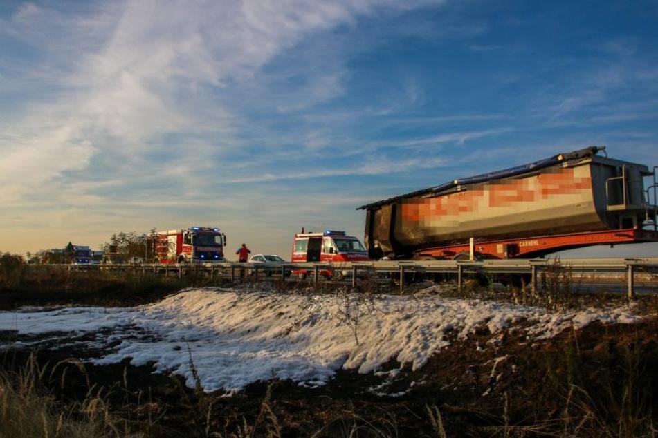 Auf der A10 hat am Mittwochnachmittag ein Lkw Feuer gefangen.