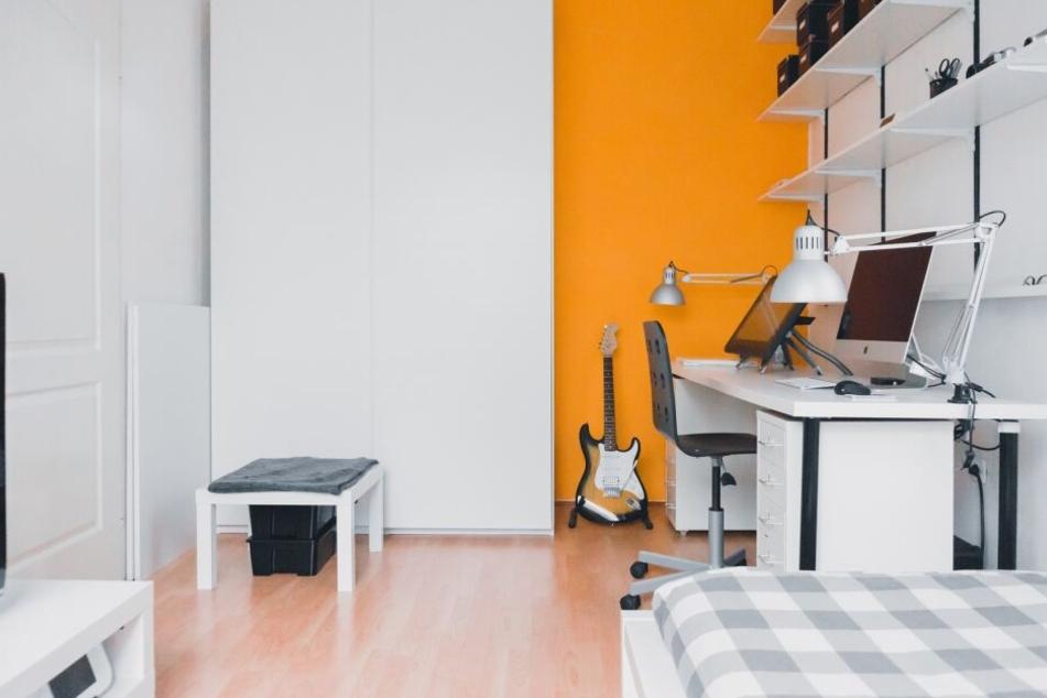 Entspannung ist in diesem Raum nur schwer möglich, zu groß ist das Repertoire an Technik, das sich direkt neben dem Bett befindet. Für erholsame Nächte sorgt dieses Übermaß an Technik keineswegs.
