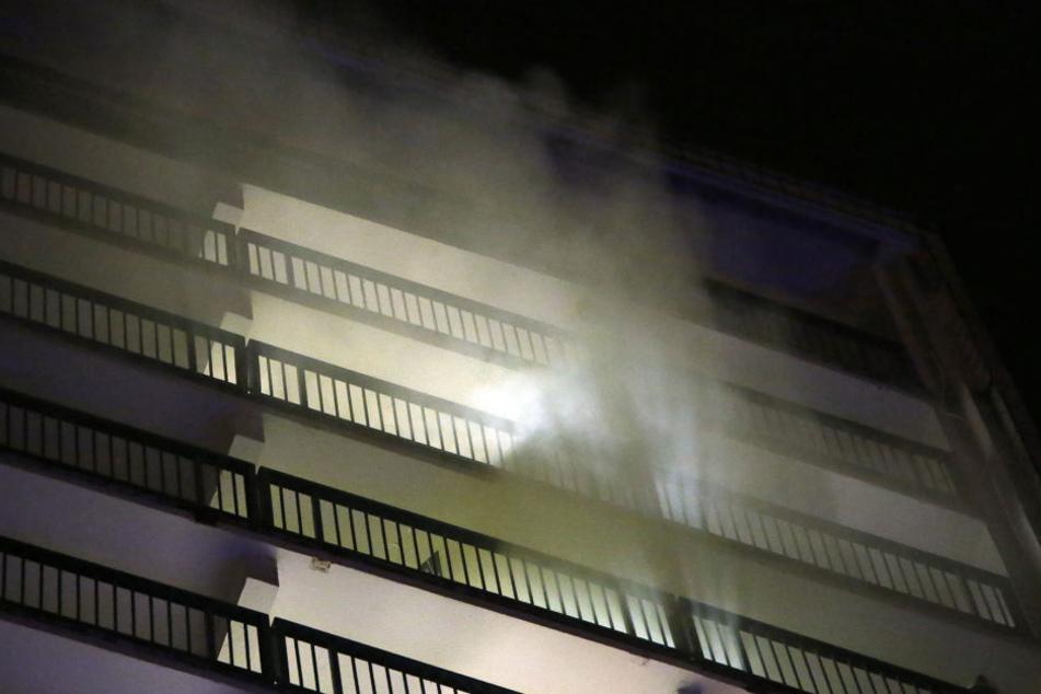 Aus der Wohnung am Amalie-Dietrich-Platz drangen dichte Rauchschwaden.