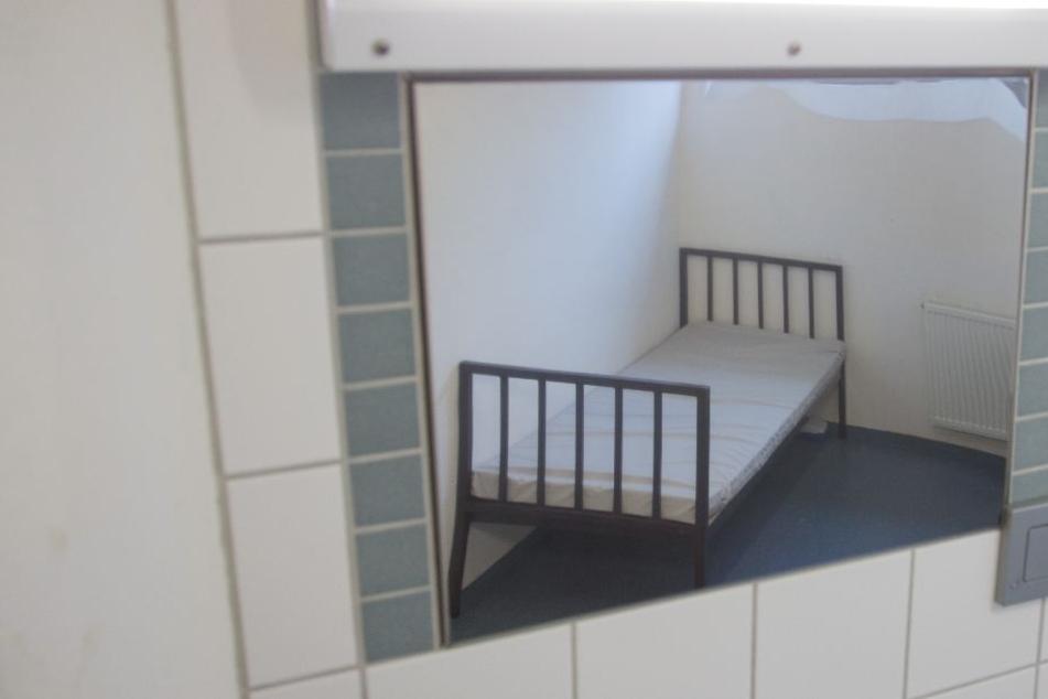 Aufgrund des Platzmangels werden viele Häftlinge in sogenannten Notgemeinschaften untergebracht.