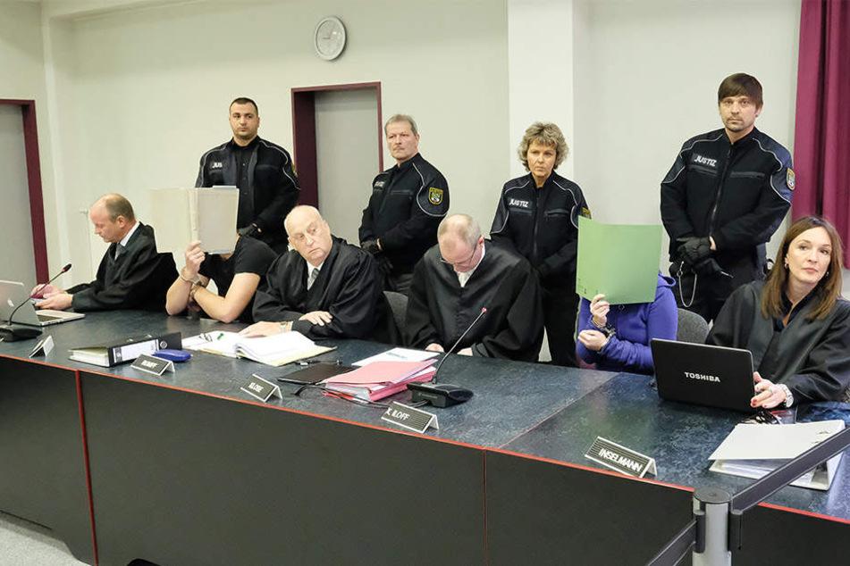 Die Angeklagten müssen sich vor dem Landgericht Dessau-Roßlau wegen des Mordes an einer 25-jährigen chinesischen Studentin verantworten.