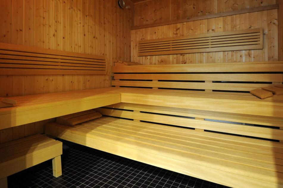 Ups! Vier Rentner bei Gruppensex in Sauna erwischt
