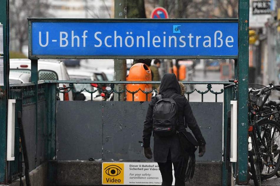 Am U-Bahnhof Schönleinstraße wurde der Obdachlose angezündet.