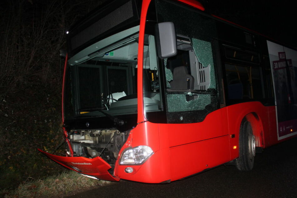 Nicht nur am geklauten Bus entstand durch die Irrfahrt erheblicher Sachschaden.