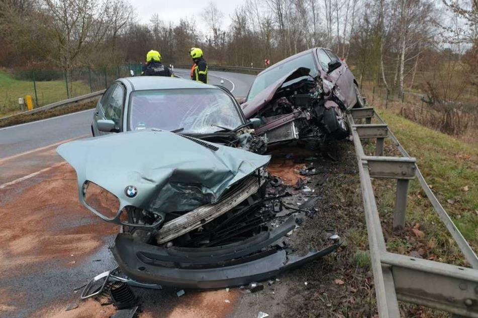 Bei einem Unfall in Potsdam-Drewitz wurden zwei Autos auf die Leitplanke geschleudert.