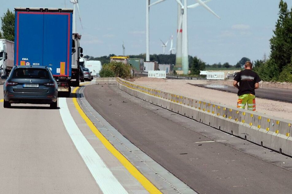 Bis Mitte November sollen sich die Bauarbeiten auf dem 8,5 Kilometer langen Abschnitt hinziehen. (Symbolbild)