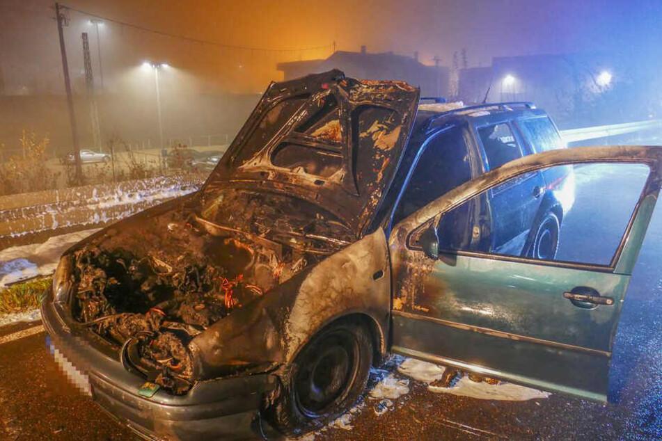 Motor geht aus, dann steht Auto plötzlich auf Bundesstraße in Flammen