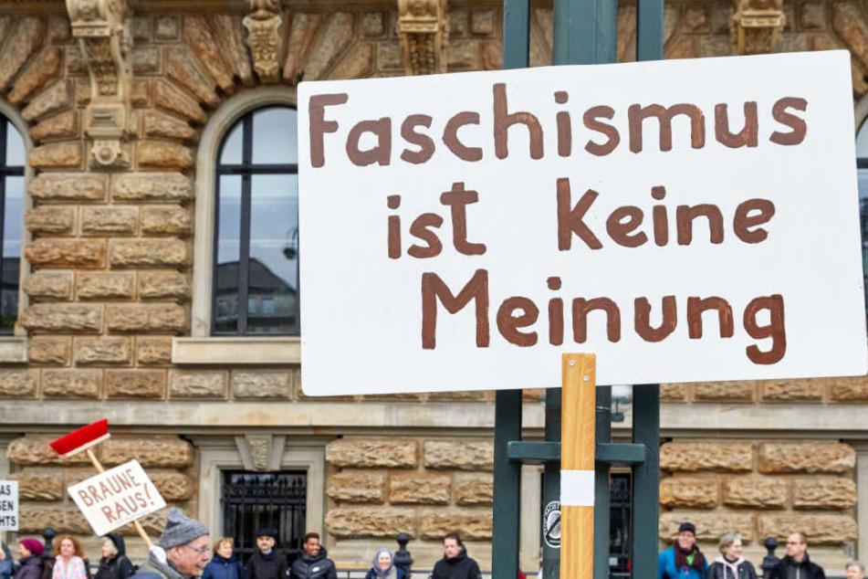 """Neonazis, AfD und ein salonfähiger Faschismus: """"Omas gegen Rechts"""" wollen """"rechte Lawine"""" stoppen"""