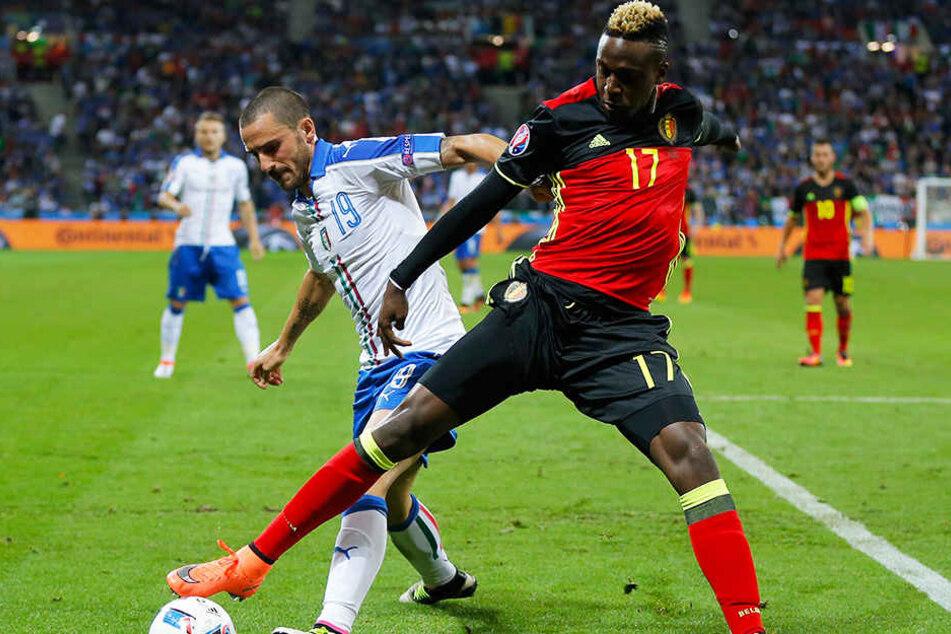 Absolvierte bisher 25 Länderspiele für Belgien (drei Tore): Divock Origi (r.), hier beim EM-Gruppenspiel 2016 gegen Italiens Leonardo Bonucci (l.).