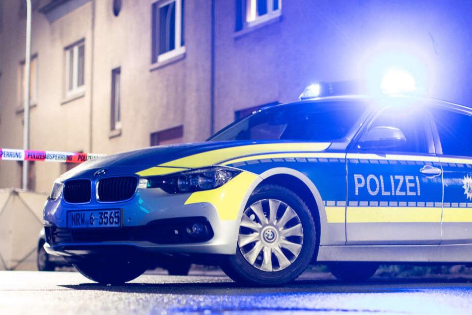Messer-Attacke! Polizei erschießt bewaffneten Mann