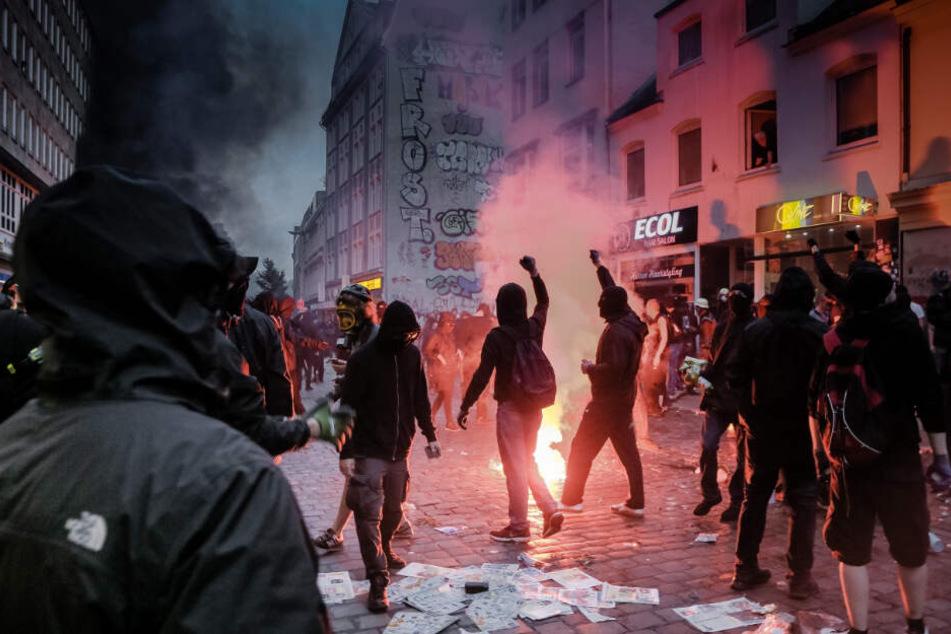 Hamburg, Juli 2017: Linksradikale randalieren während des G20-Gipfels im Schanzenviertel.