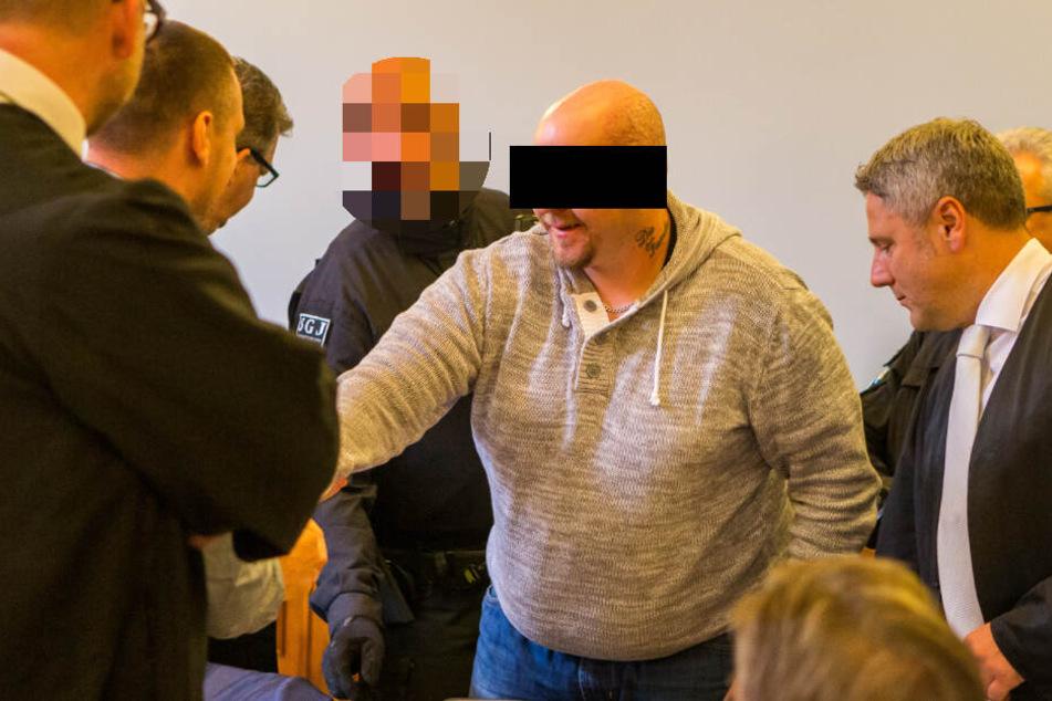 Sein Leben ist in Gefahr: Hells Angel Stefan S. (33) erschoss laut Anklage den Tribuns-Rocker Veysel A. und soll nach kurdischem Blutrache-Ritus gerichtet werden.