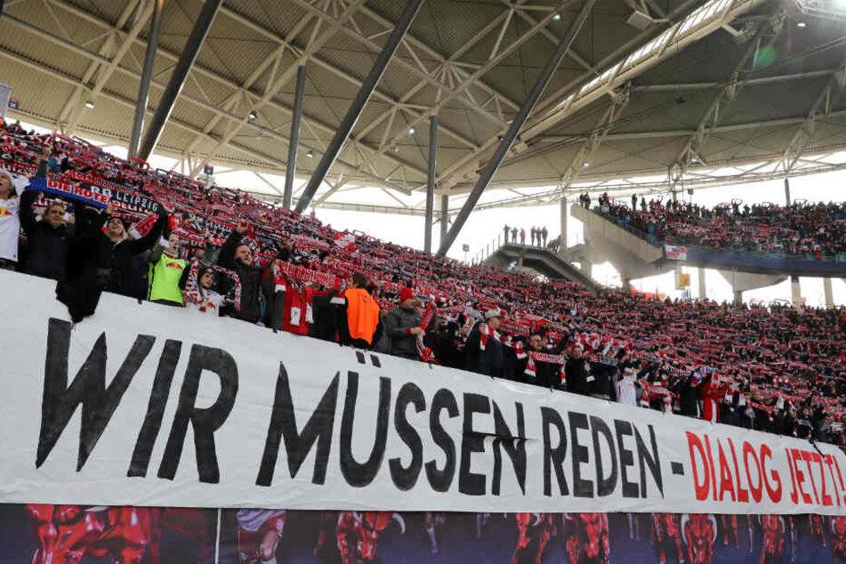 Leipzigs Fans forderten die Vereinsspitze beim Spiel gegen Eintracht Frankfurt am Samstag zum Dialog auf.