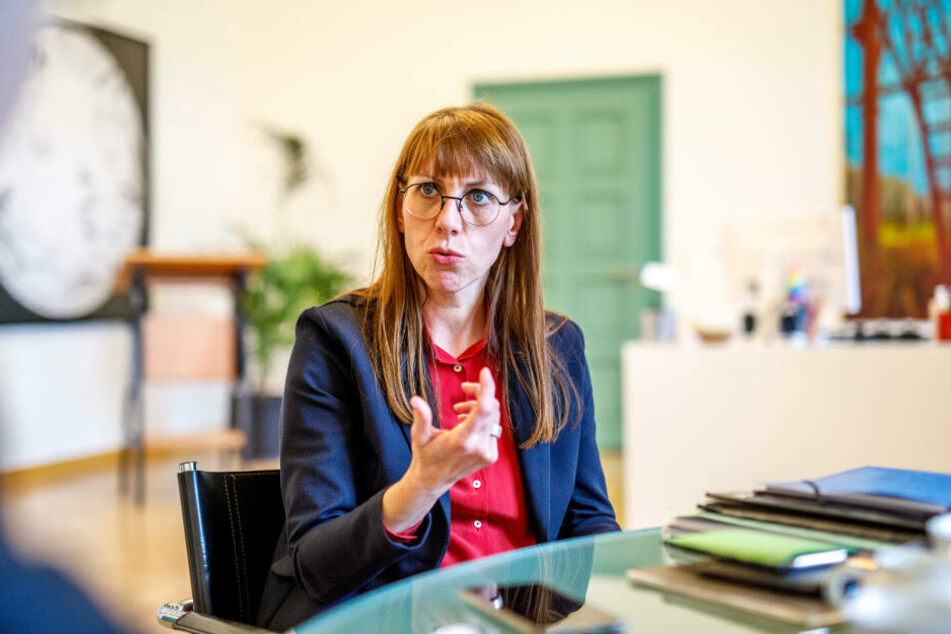 Meier, hier beim TAG24-Besuch, ist die erste grüne Ministerin Sachsens.