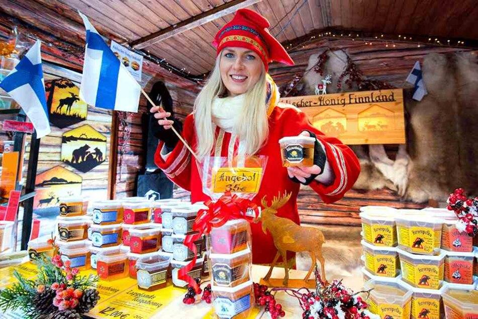 Über 30 Sorten finnischen Honig und vier Sorten finnischen Senf gibt es bei Sari Luukkonen (29). Die Finnin ist zum vierten Mal in Zwickau.