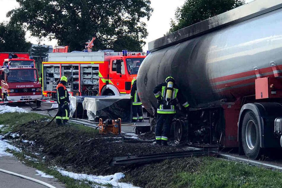 Nach einem erfolglosen Löschversuch hatte der Fahrer sein brennendes Gefährt aus der Stadt in unbewohntes Gebiet gefahren.