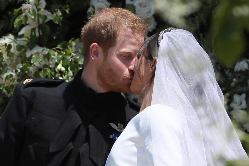Bei ihrer Hochzeit hing der Himmel noch voller Geigen und das zeigten Harry und Meghan auch.