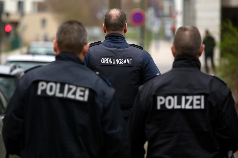 Die Polizeibeamten wurden wegen des Verdachts auf eine Auseinandersetzung alarmiert. (Symbolbild)