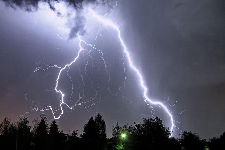 Ab Samstag ziehen über NRW Gewitter hinweg.